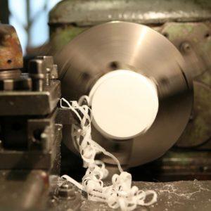 услуги по механической обработке деталей из пластика